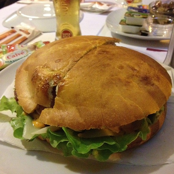Hamburguer Americano @ Dreams Coffee Club