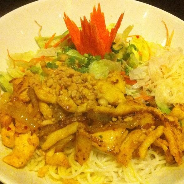 Bun Bo Nam Bo (With Chicken Instead Of Beef) @ Hoan Kiem