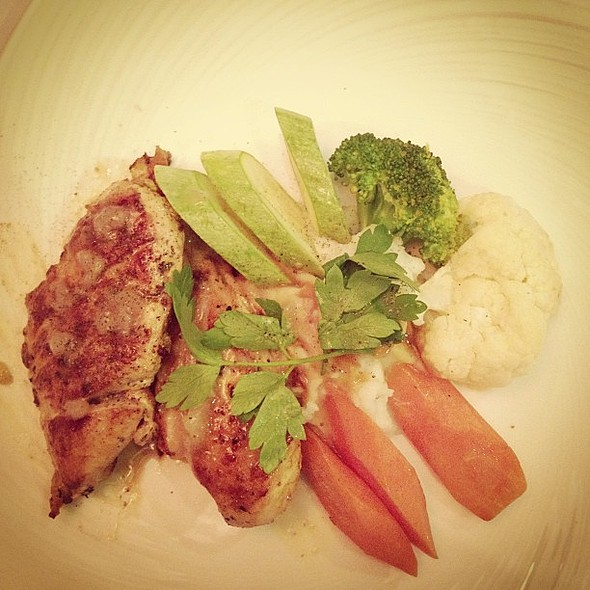 """Late lunch """" grilled chicken """" @ The Pancake House"""