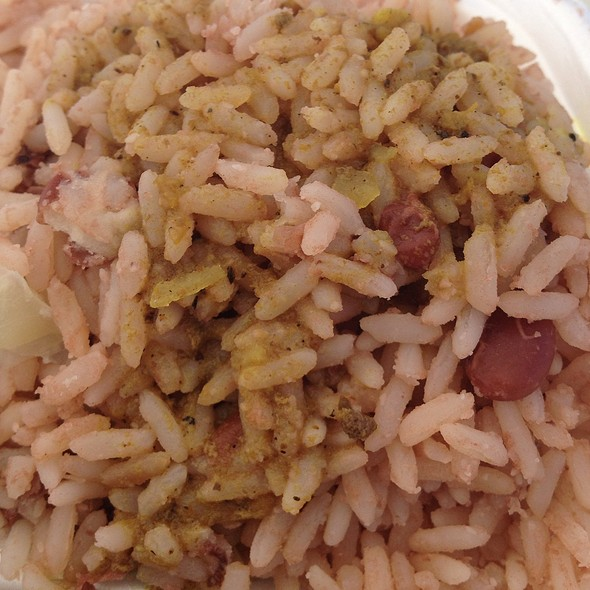 cooking rice and peas jamaican style Jamaican christmas day food: the gungo pea or pigeon pea is popular this time of year and upstages red peas or red kidney beans in the rice and peas.