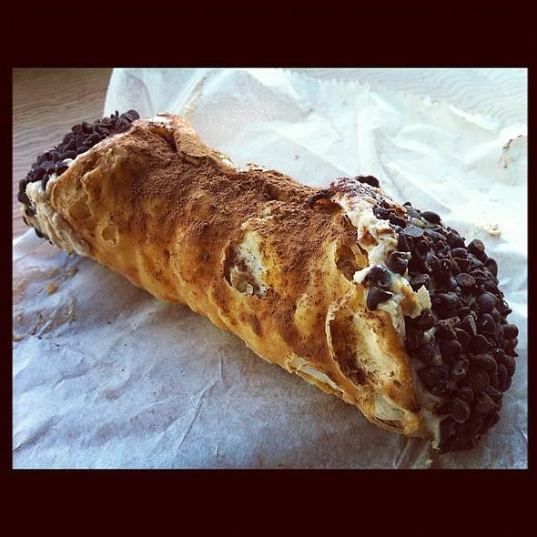 Espresso Cannoli @ Mike's pastry