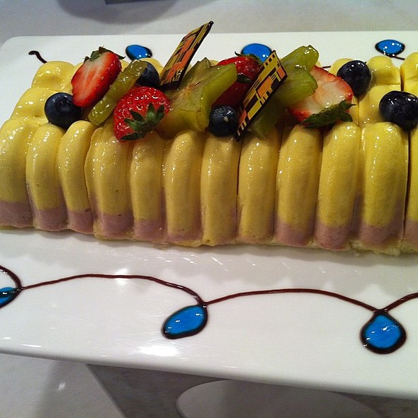 Mango and raspberry mousse cake with freshly cut fruits. @ Parkyard Hotel Shanghai