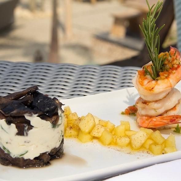 Napoleón De Hongos Queso Y Espinaca Con Langostinos  En Salsa De Pera @ Karmairi Hotel Spa