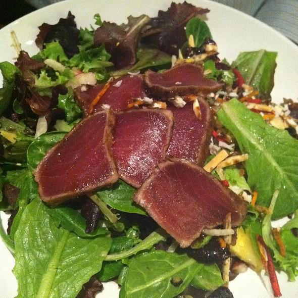 Maui Tuna Salad @ Seasons 52