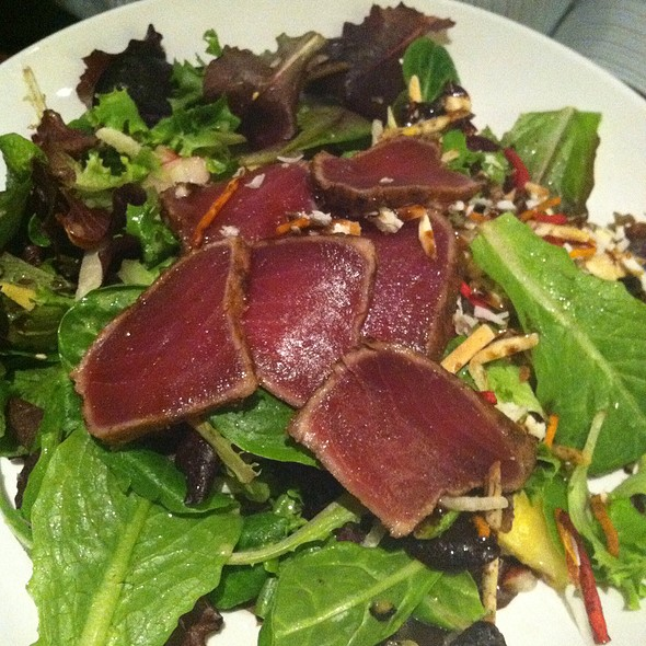 Maui Tuna Salad @ Seasons 52