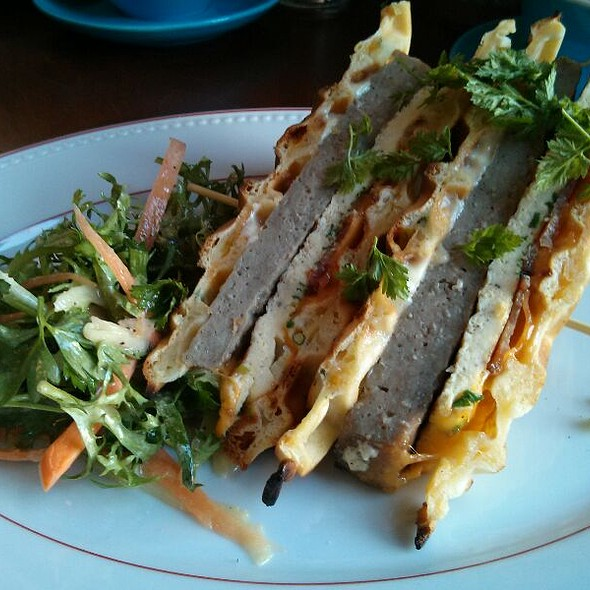 Breakfast Sandwich @ Le Chien Fumant