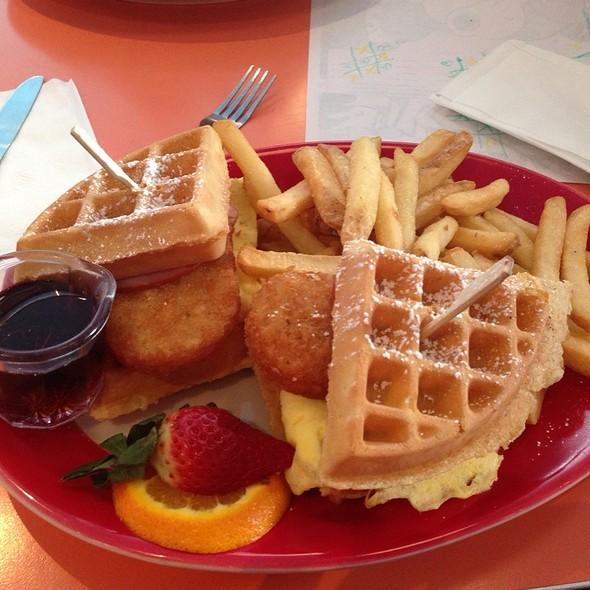 Bow Wow Wow - Waffle Sandwich @ Big Daddys Diner