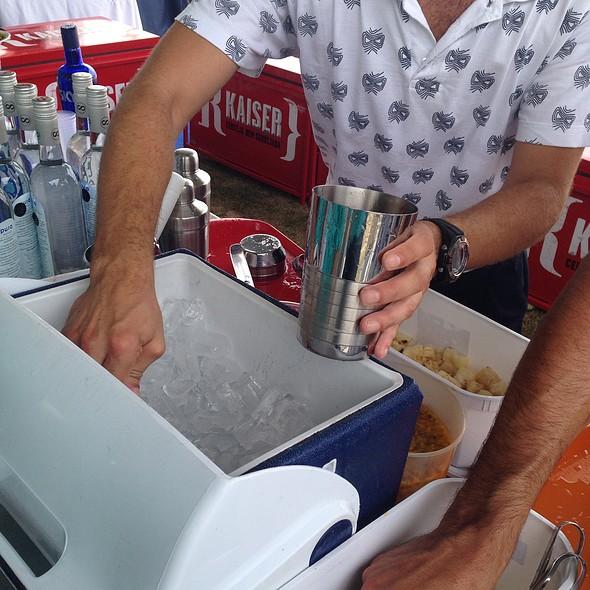 Making Caipirinhas @ Costao Do Santinho