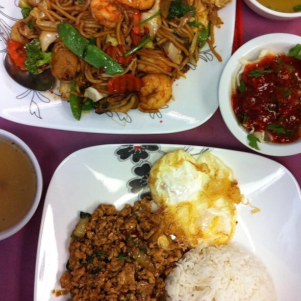 Fried Noodle @ Mahnin Asia Restaurant