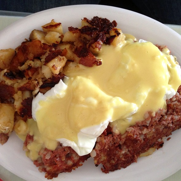 Irish Eggs Benedict @ The Parkside Cafe