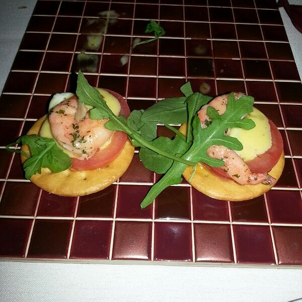 Mini Huevo Benedictine con Gambas - La Taberna del Alabardero, Washington, DC