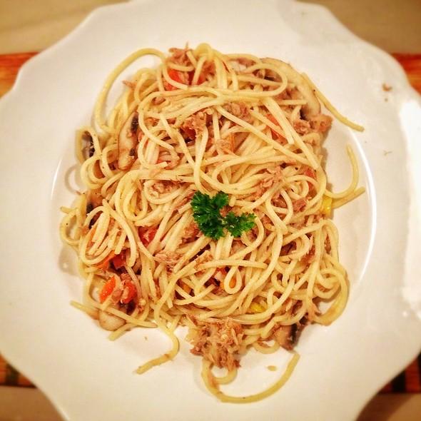 Cecile's Hot Tuna Spaghetti