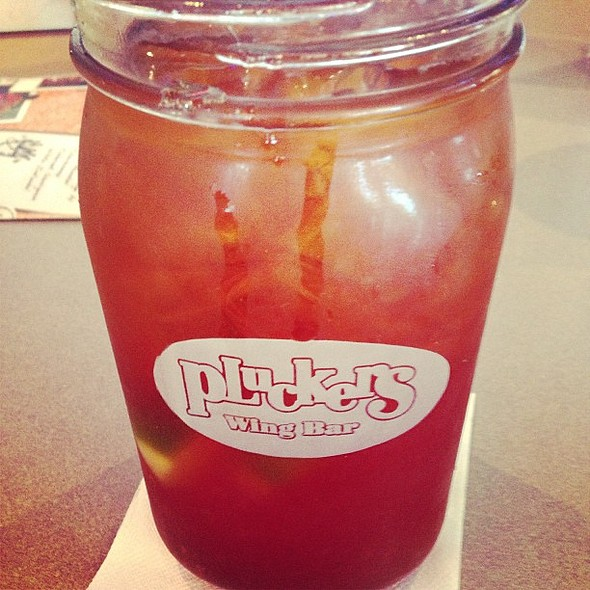 Sweet tea! @ Plucker's Wing Bar