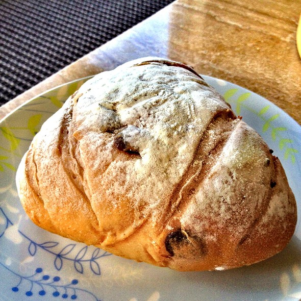 Brandied Raisins Red Wine Bread Roll @ 85C Bakery Cafe