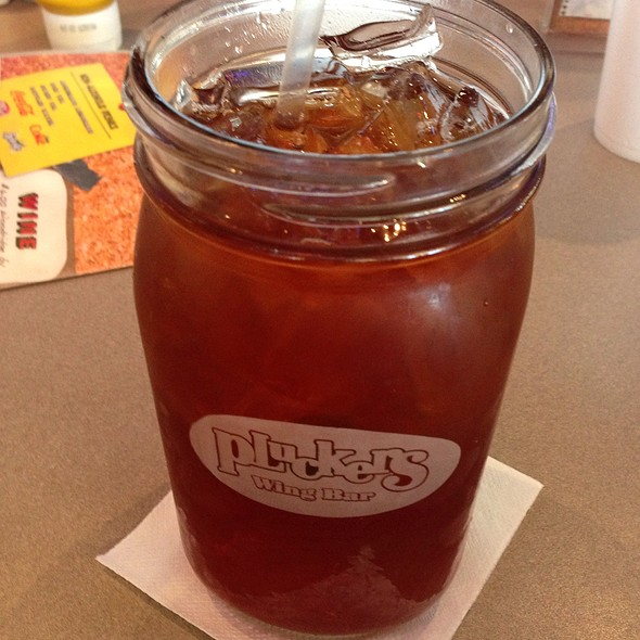 Sweet tea! @ Plucker's Wing Bar