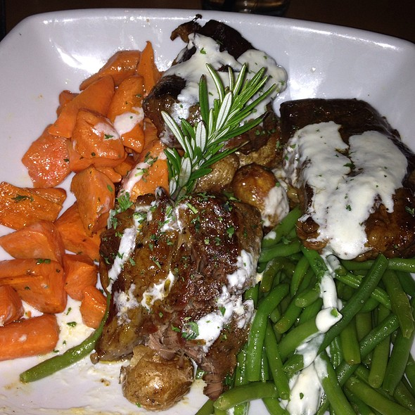 Braised Shortribs With Creamy Horseraddish Sauce @ Cafe 4