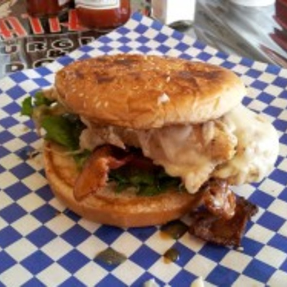 Slimchick @ Fattboy Burgers & Dogs
