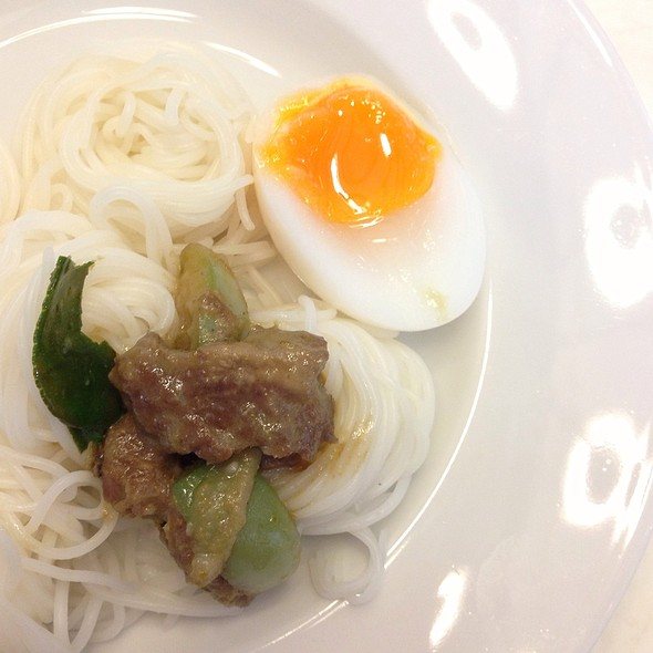 Rice Noodle With Beef Curry