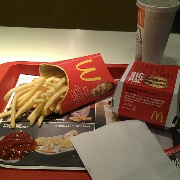 BigMac @ McDonalds Restaurant