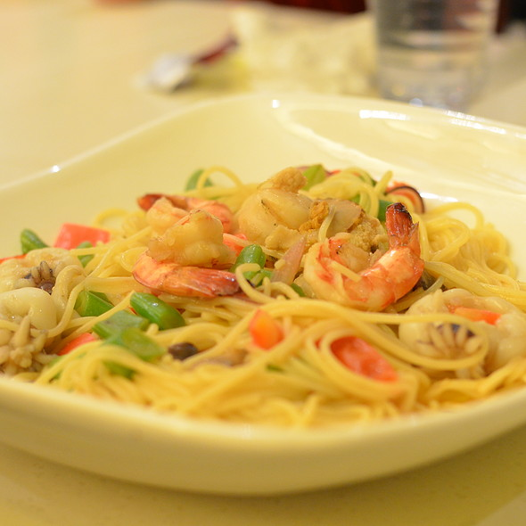Seafood with Lobster Angel Hair Pasta @ Fruit Stop Health Food Restaurant - Causeway Bay