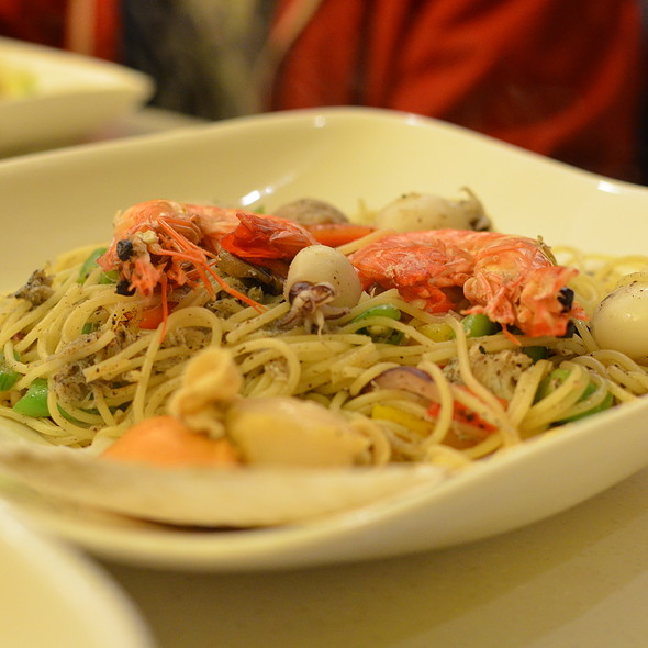 Seafood with Truffle Angel Hair Pasta @ Fruit Stop Health Food Restaurant - Causeway Bay