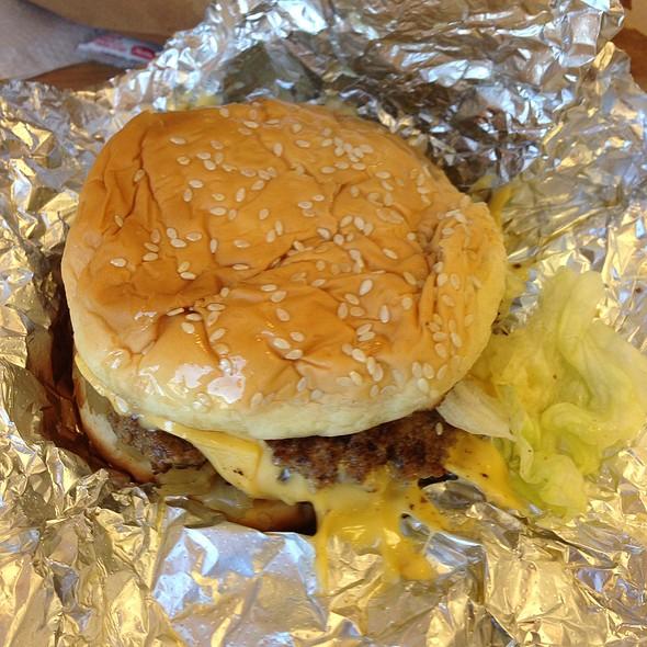 Cheeseburger @ Five Guys