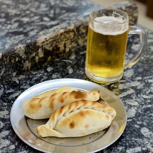 Empanadas con Chopp de Quilmes