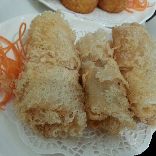 Deep fried fresh mango and shrimp rolls @ Pearl Bayview Chinese Cuisine