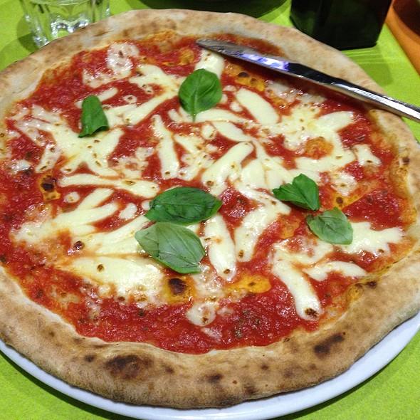 Pizza Margherita @ Pizzeria Ristorante Verace