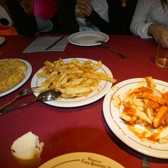 Tortilla de patata, patatas a la abuela y patatas bravas @ Restaurante Casa Hortensia