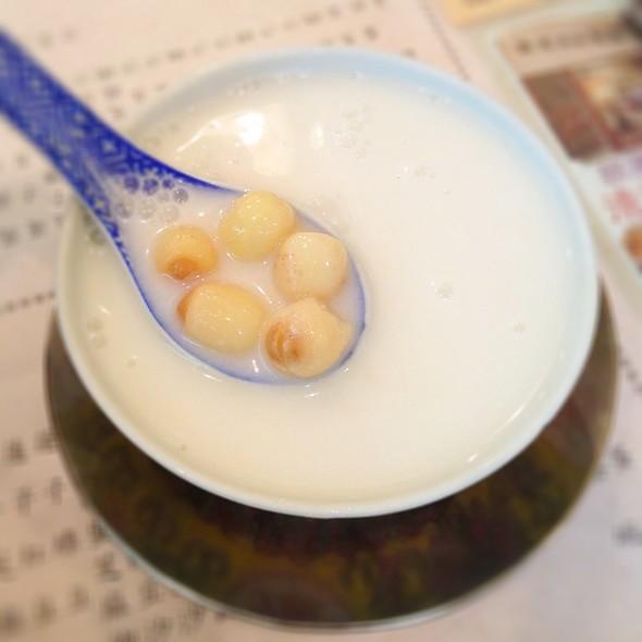 Almond Tea With Lotus Seeds | 蓮子杏仁露 @ Yuen Kee Dessert 源記甜品專家