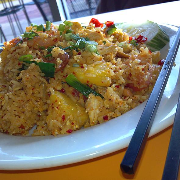 Khao Pad Sapparod @ Thai Flavors
