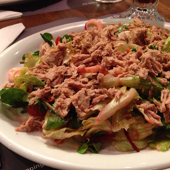 Salada de Atum @ Cumarim Burger Grill