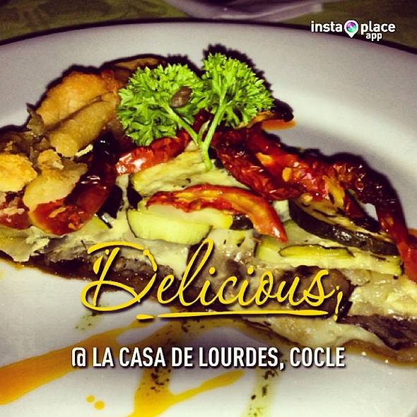 Tarta de berenjena, zucini, tomate, gruyere y manchego @ La Casa de Lourdes