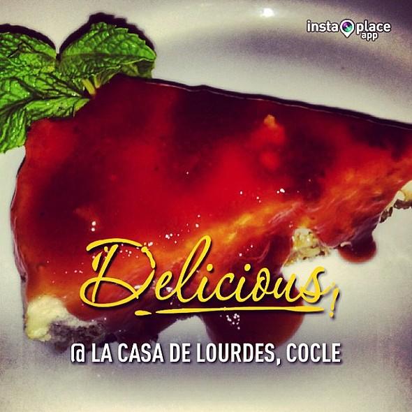 Cheesecake de dulce de leche con salsa de guayaba. @amopanama @ La Casa de Lourdes