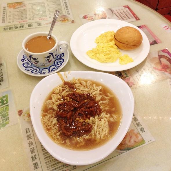 Satay Beef Instant Noodle Breakfast Set @ Tsui Wah