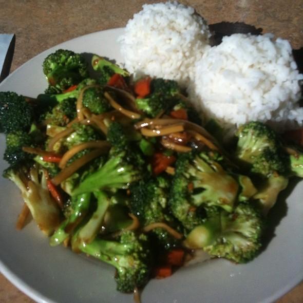 Spicy Brocholi In Garlic Sauce @ Far East Chinese Restaurant