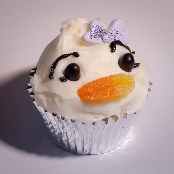 Disney Week - Daisy Cupcake @ Firefly Cupcakes