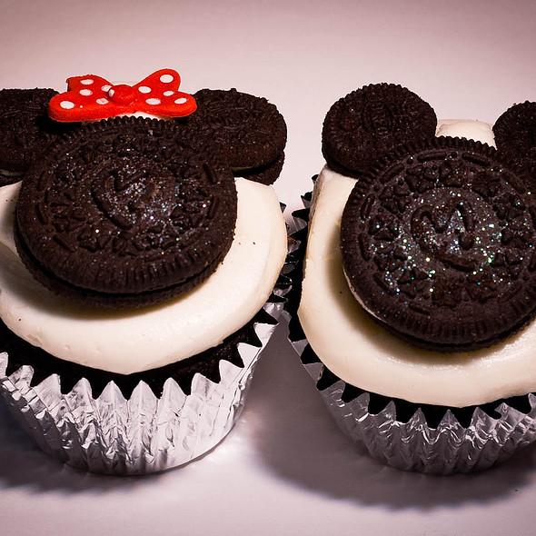 Disney Week - Mickey & Minnie Cupcakes @ Firefly Cupcakes