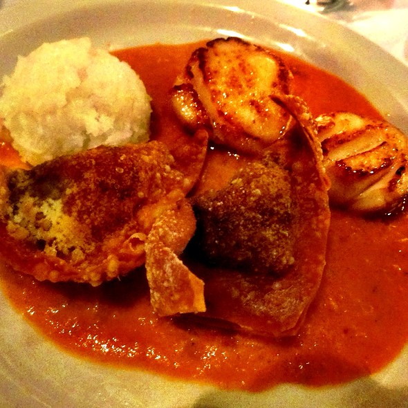 Seared Sea Scallops With Goat Cheese & Red Curry