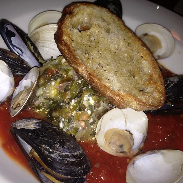 Drunken Clams & Mussels @ Colgate Inn