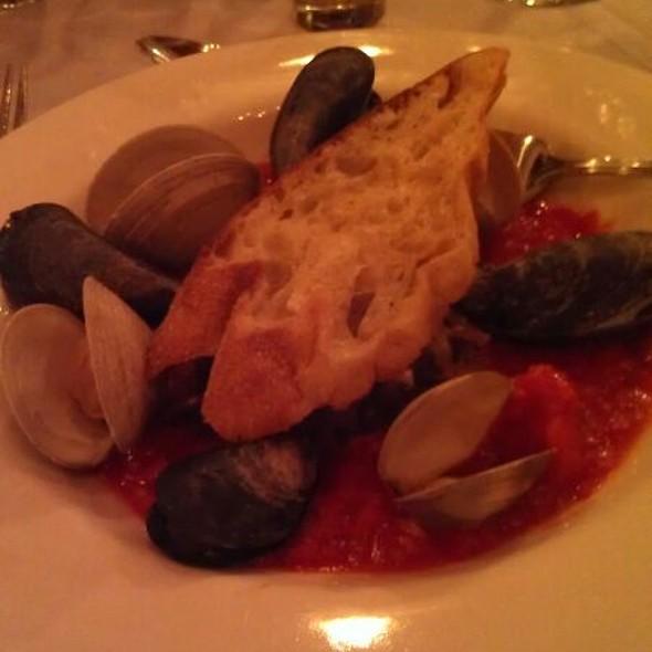 Drunken Clams And Mussels @ Colgate Inn