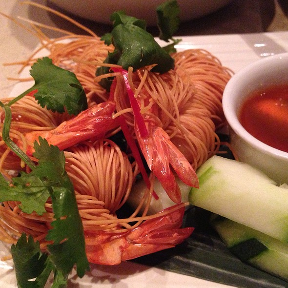 Goong Sarong [Shrimp Wrapped in Crispy Egg Noodles]
