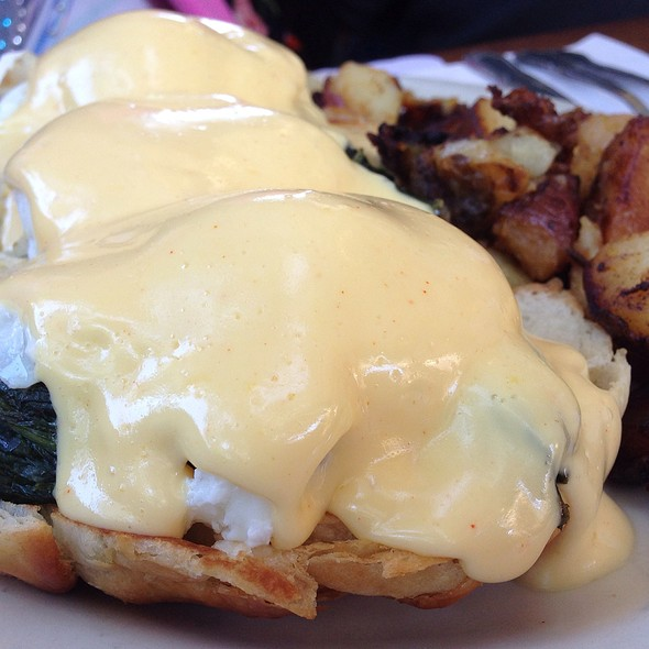 Dungeness Crab Benedict @ Katy's Place
