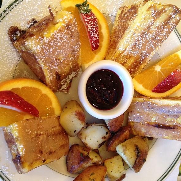 Monte Cristo Sandwich @ Mama's On Washington Square