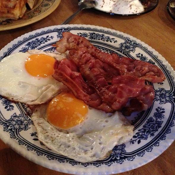Eggs And Bacon @ Tiu Dropar