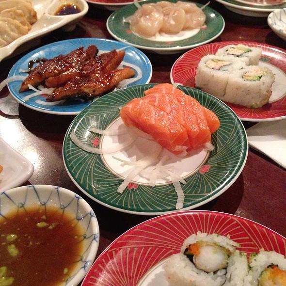 Sushi @ Kinjo Sushi & Grill