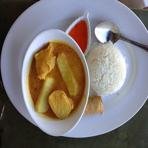 Delightful Chicken Curry At Celadon Thai Kitchen
