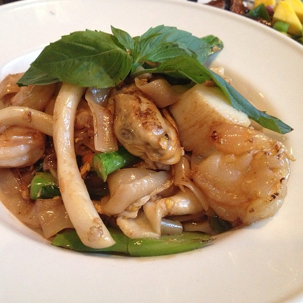 Seafood Kee Mao @ Thai Place Restaurant