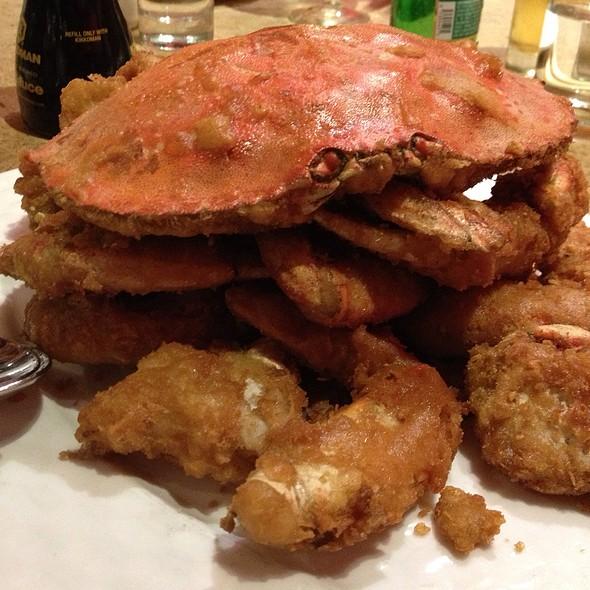 Live Crab w/ Salt & Pepper @ R & G Lounge